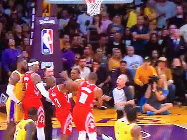 Chris Paul, Rajon Rondo exchange punches as melee breaks out in Rockets-Lakers game